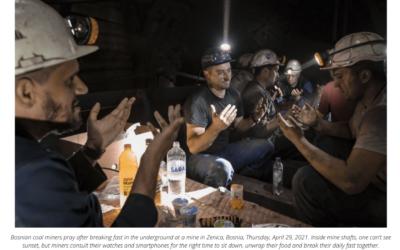 Muslim miners in Bosnia break fast underground